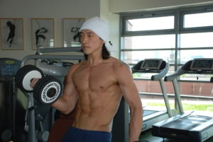 Actor Rain pumping iron and getting results
